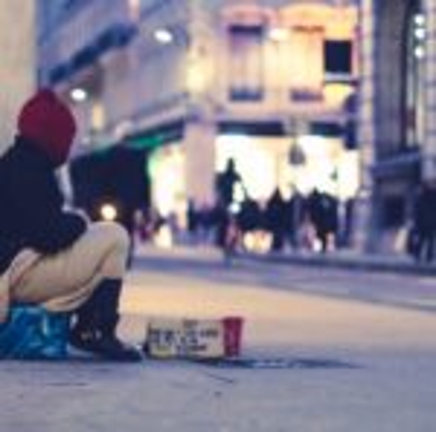 Религиозные группы Великобритании призывают правительство оказать больше поддержки бездомным.